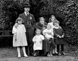Tomás MacCurtain and family