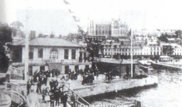 Titanic Passengers wait at Queenstown, Cork